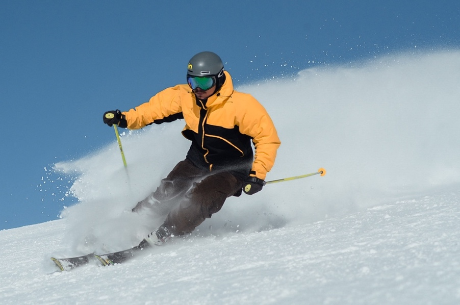 A person skiing down a slope  Description automatically generated with medium confidence